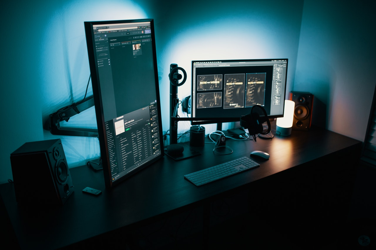 computer-monitors-on-desk